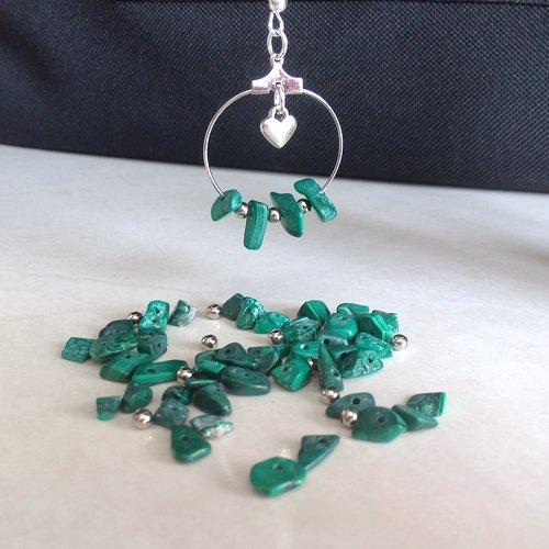 50 perles chips malachite naturelle 5/10 mm + 10 perles rondes métal argenté 3 mm