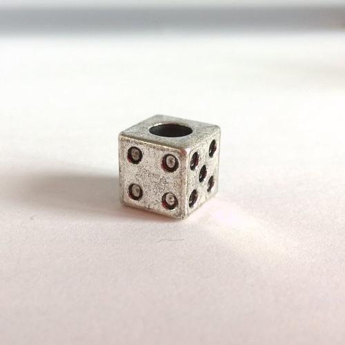 Perle dé en métal argenté vieilli à grand trou 9x9x9 mm