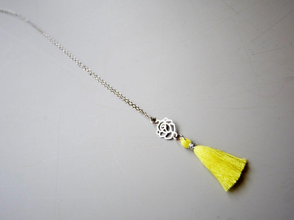 collier ras de cou jaune