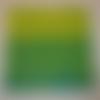 Serviette dessin dentelle sur fond vert à vert anis