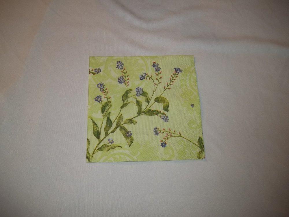 Petite Serviette Fleurs bleues sur fond vert