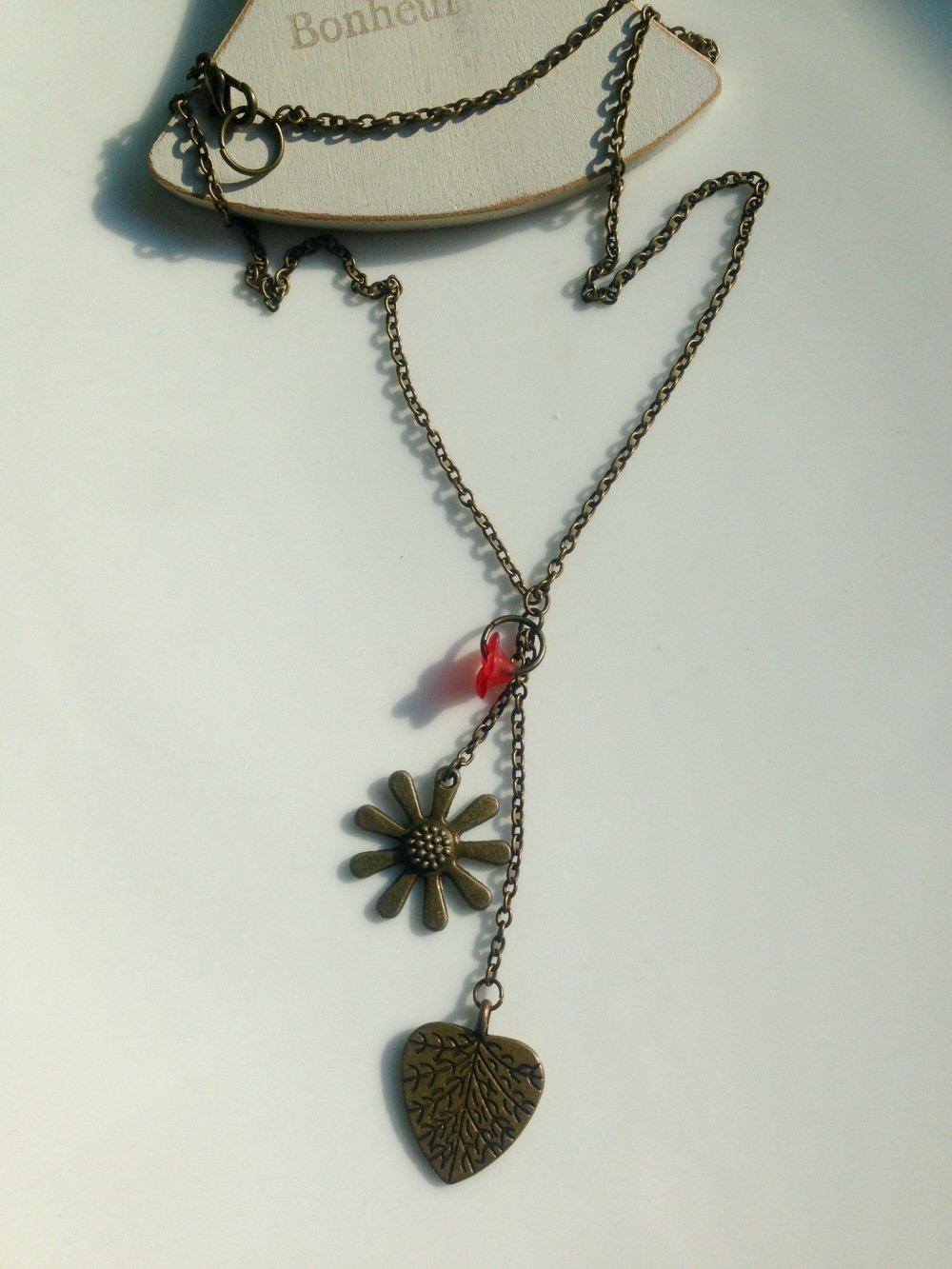 Collier chaîne bronze breloques et tulipe rouge