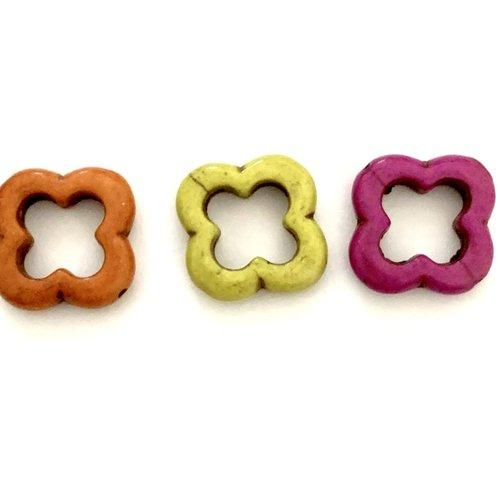 Trois perles en howlite fleurs 3 couleurs 2 cm