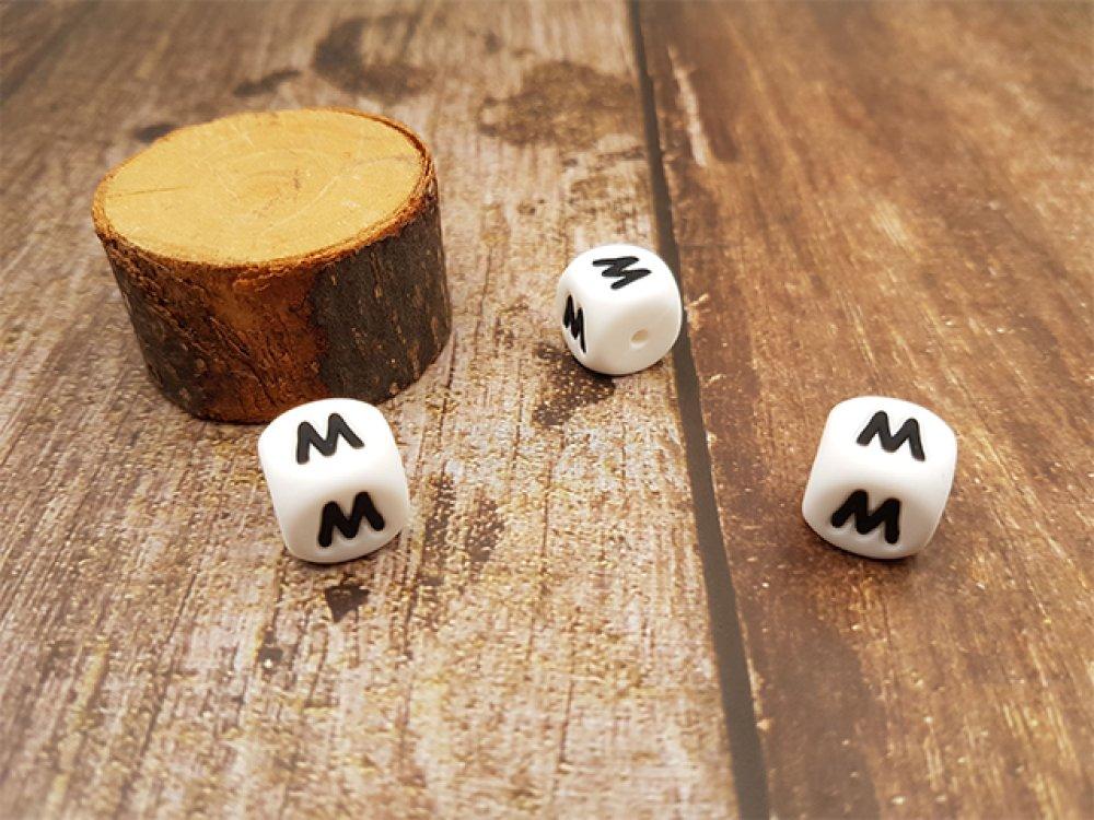 10 perles cubes en silicone 12mm lettre M