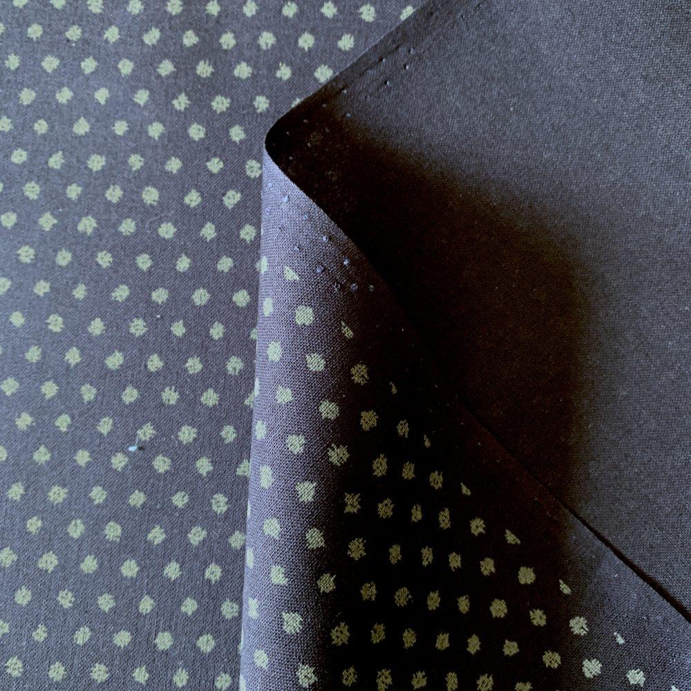 Tissu japonais, motif traditionnel petit pois, fond bleu marine ,coton 110x50 (412B)