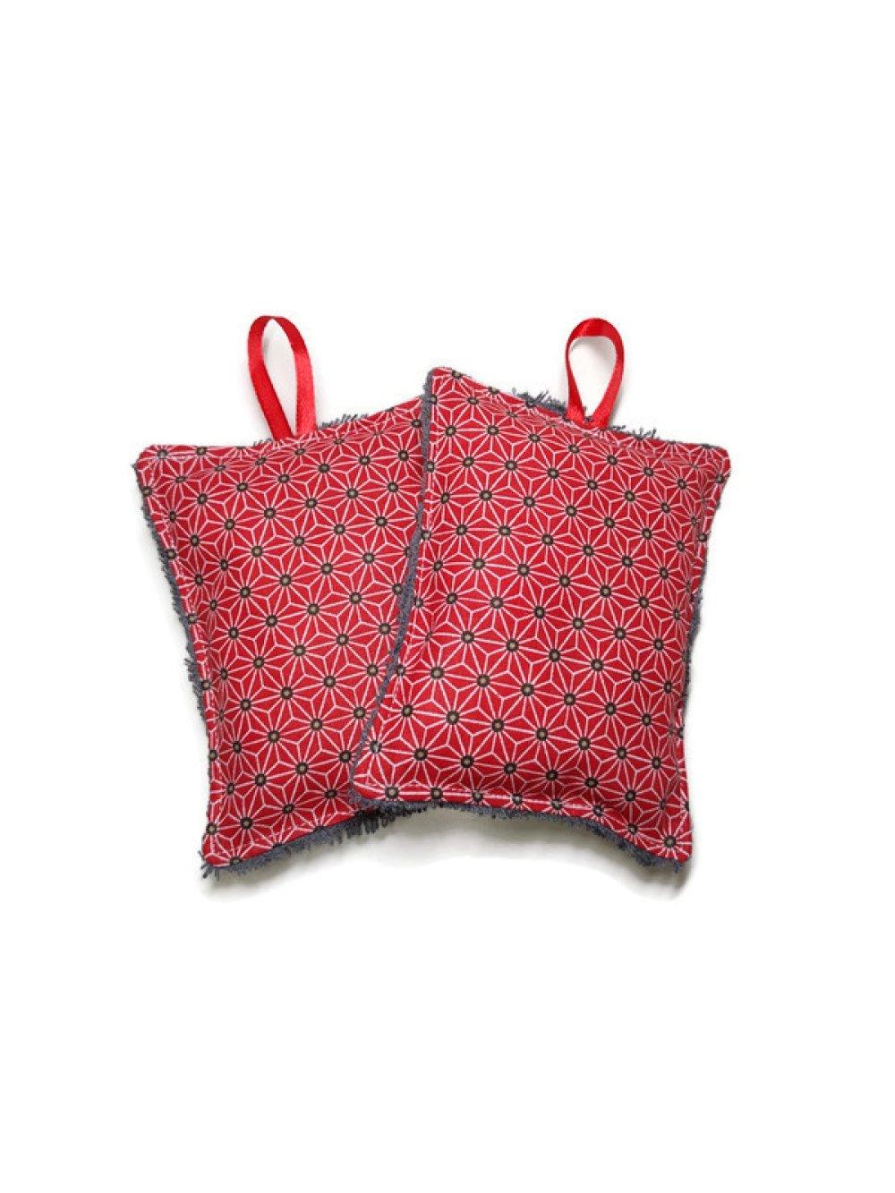 Éponges lavables X2. Version rouge avec imprimé motifs et éponge grise
