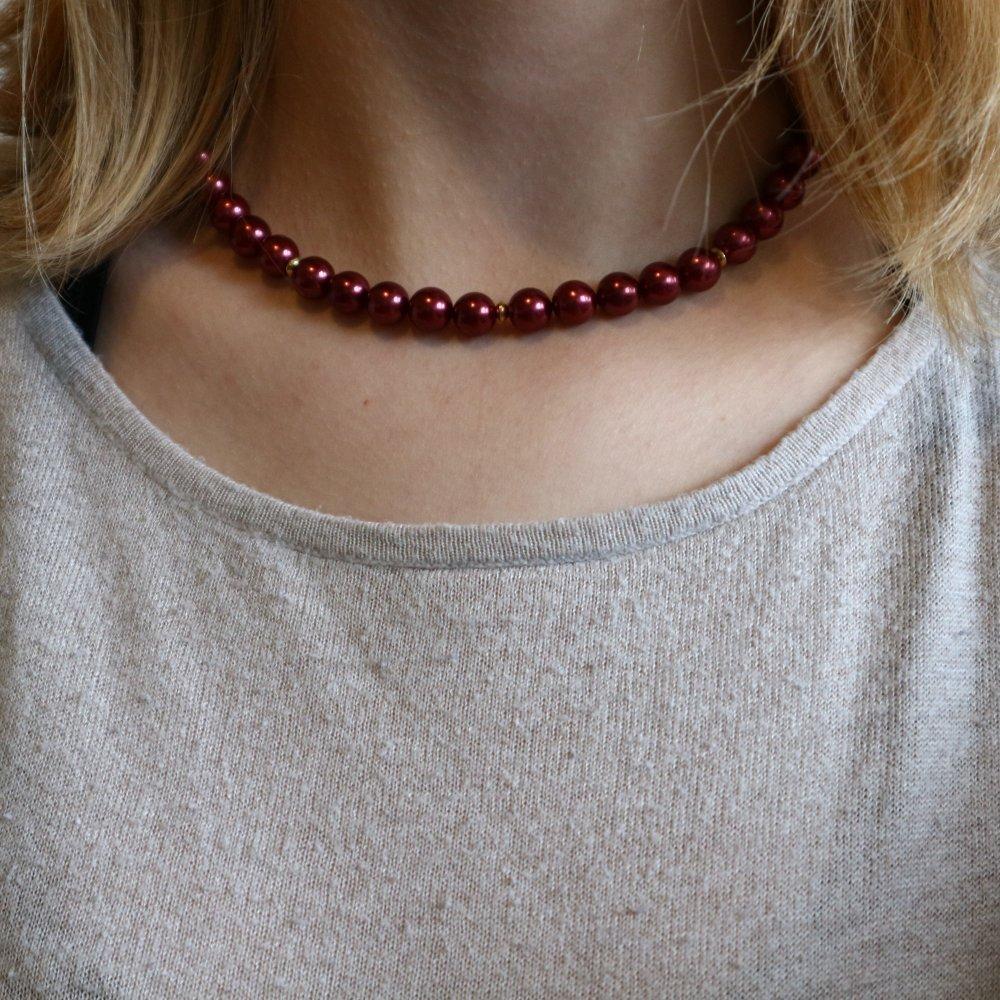Collier de perles nacrées rouges