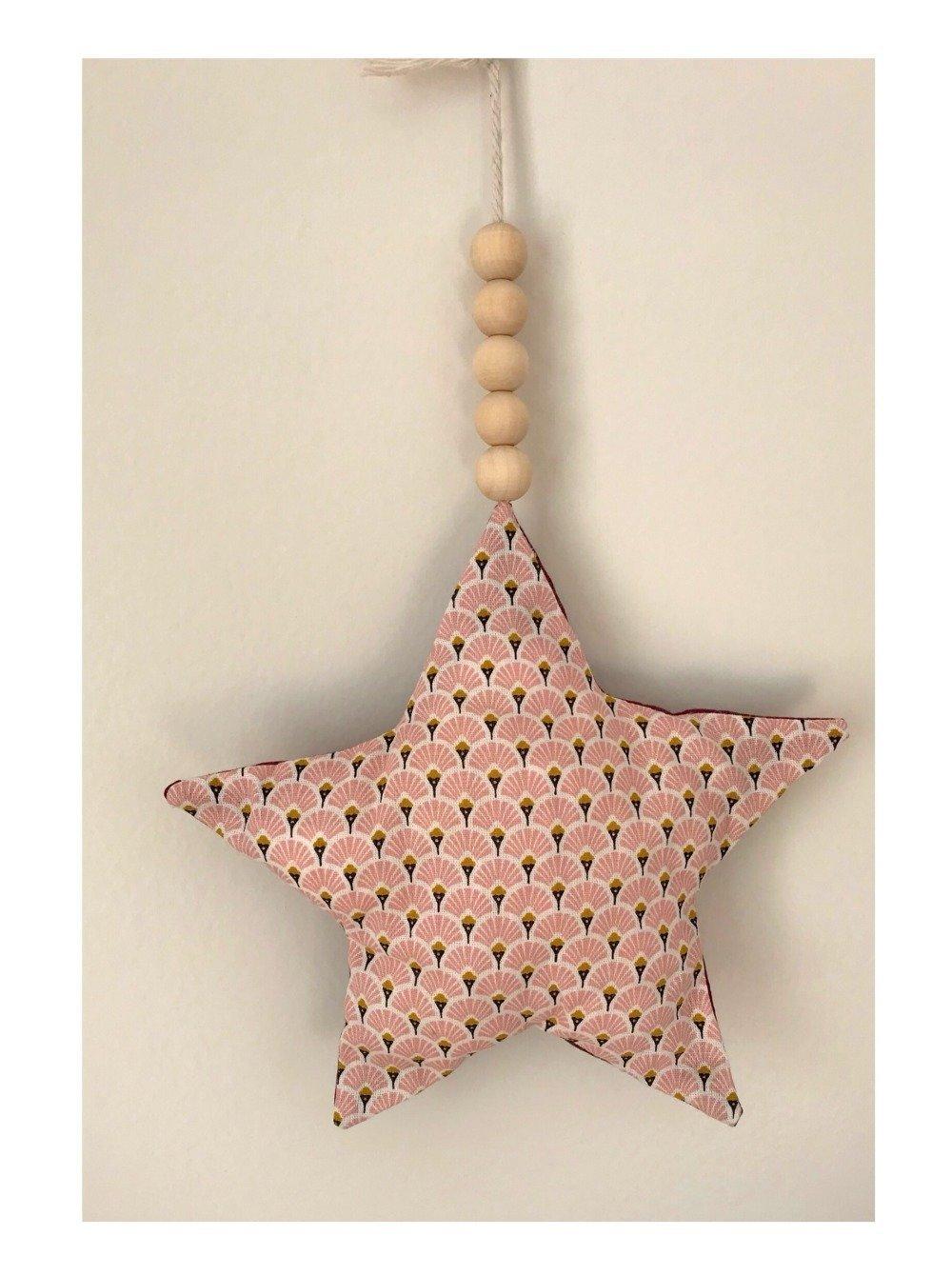 Décoration étoile et perles en bois