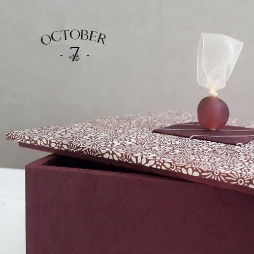 Boite décoration, coffret à bijoux, écrin ou vide-poche { fleurettes } coloris prune