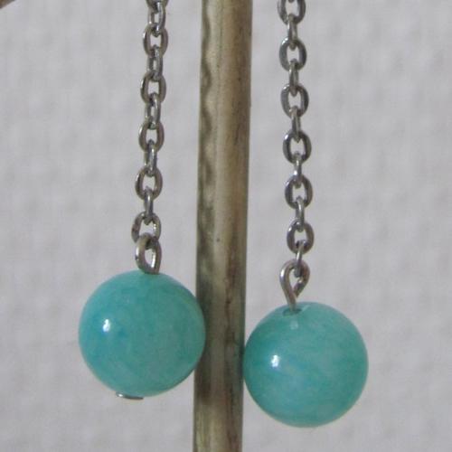 Boucles d'oreille pendantes argentées avec jade bleu