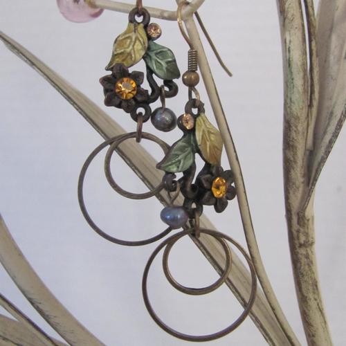 Boucles d'oreille fleurs et anneaux