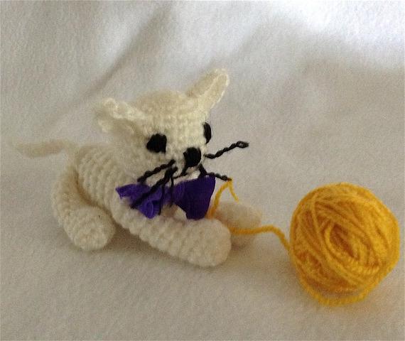 Chaton blanc au crochet fait main - Amigurumi jouet
