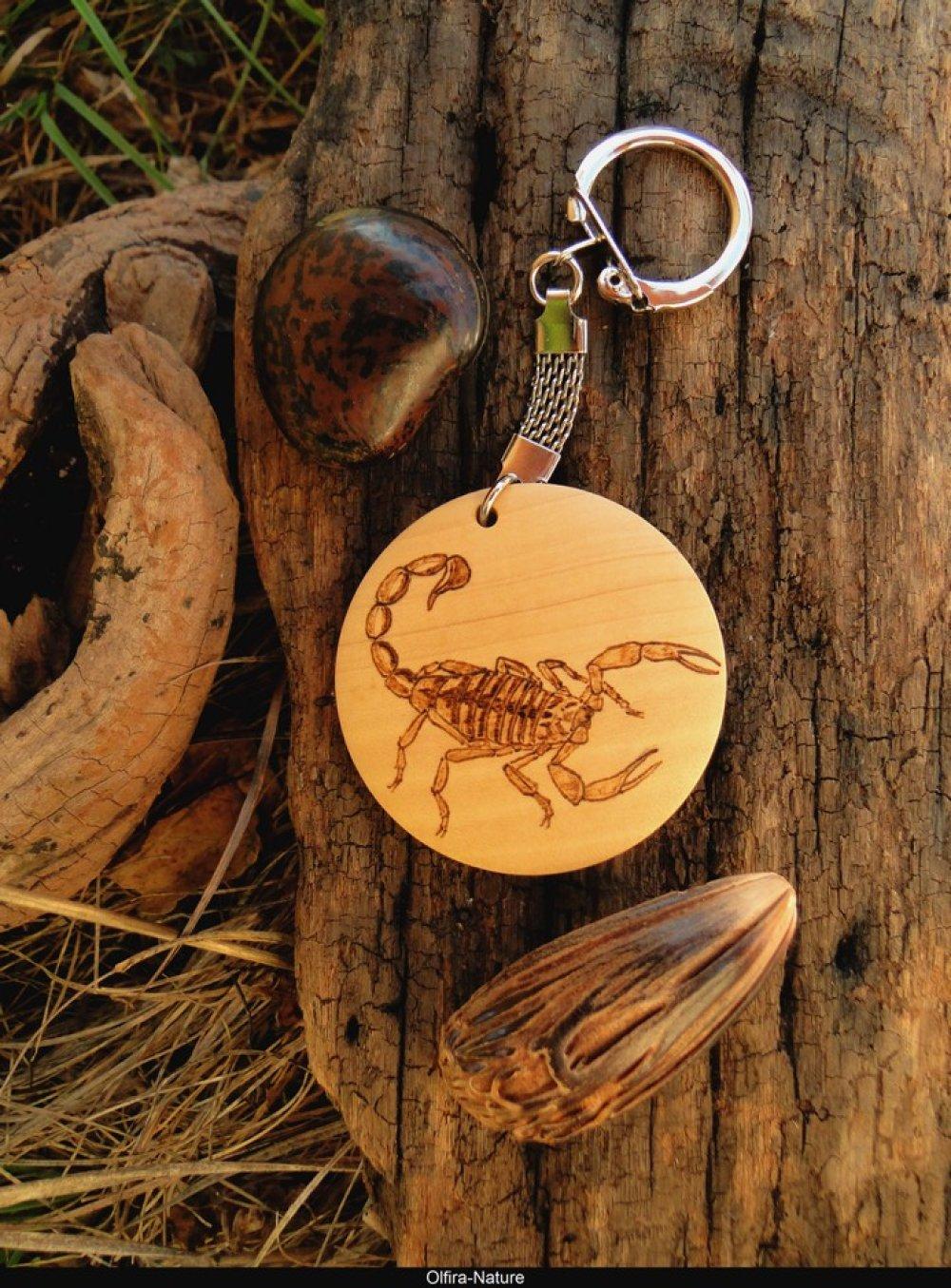porte clés bois scorpion