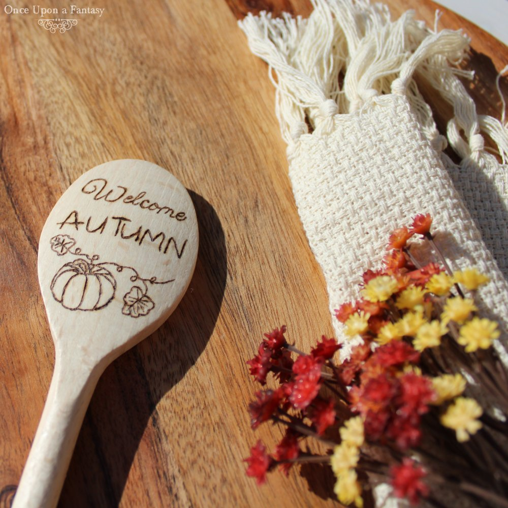 Cuillère en bois Welcome Autumn et citrouille, cuillère automnal pour l'arrivée de l'automne.
