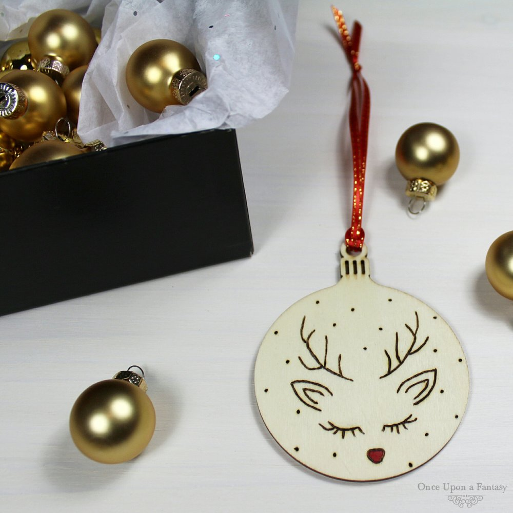 Décoration Boule de Noël en bois renne de Noël gravée à la main