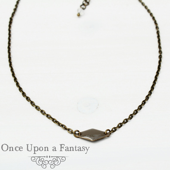 Collier court losange taupe - Once Upon a Fantasy