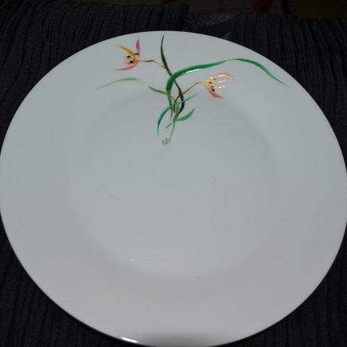 Plat en porcelaine blanche peint orchidée japonaise