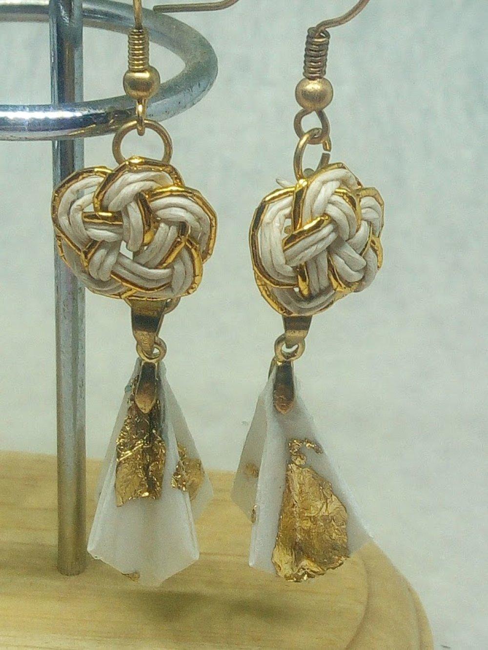 Boucles d'oreilles en Mizuhiki et Origami blanc et or (BDO_MIZ_001)