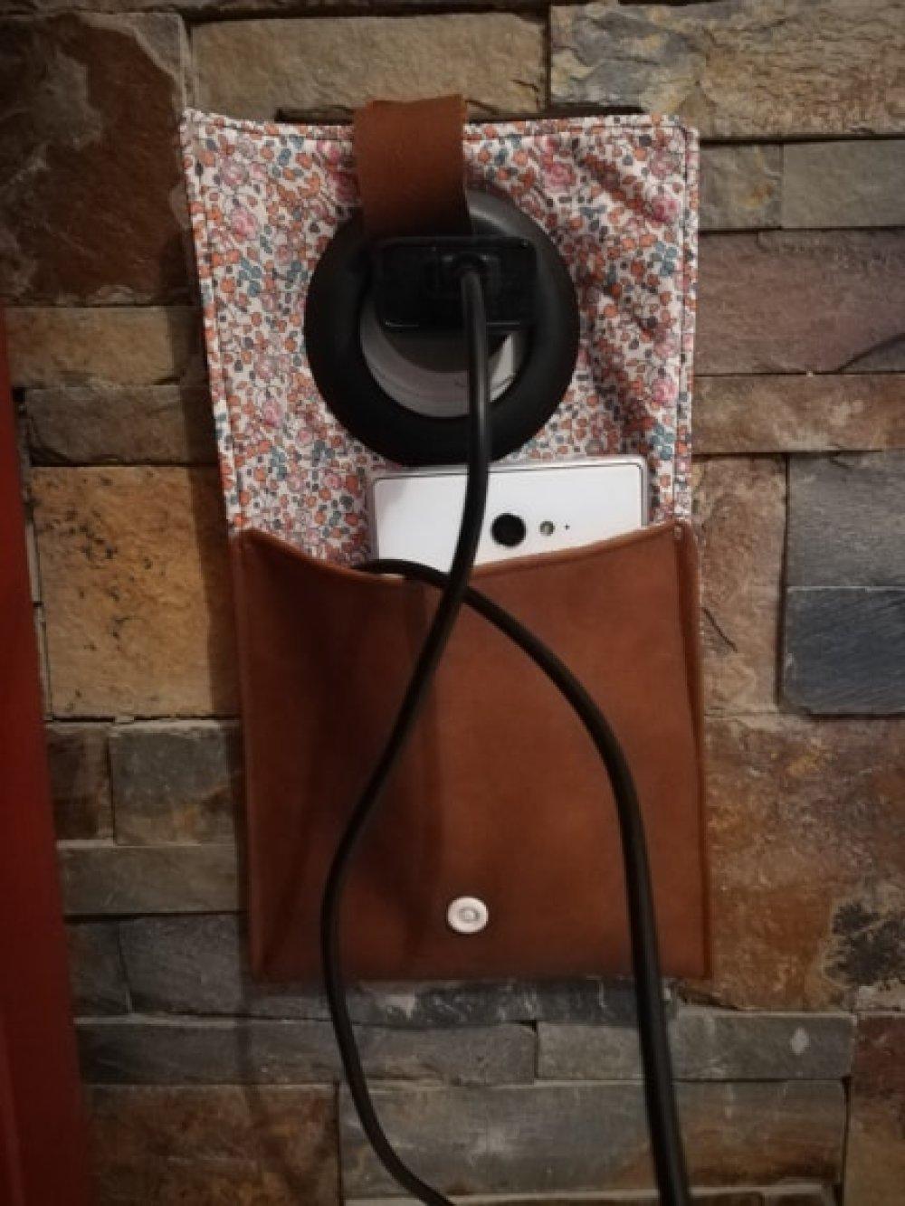 Etui chargeur téléphone portable