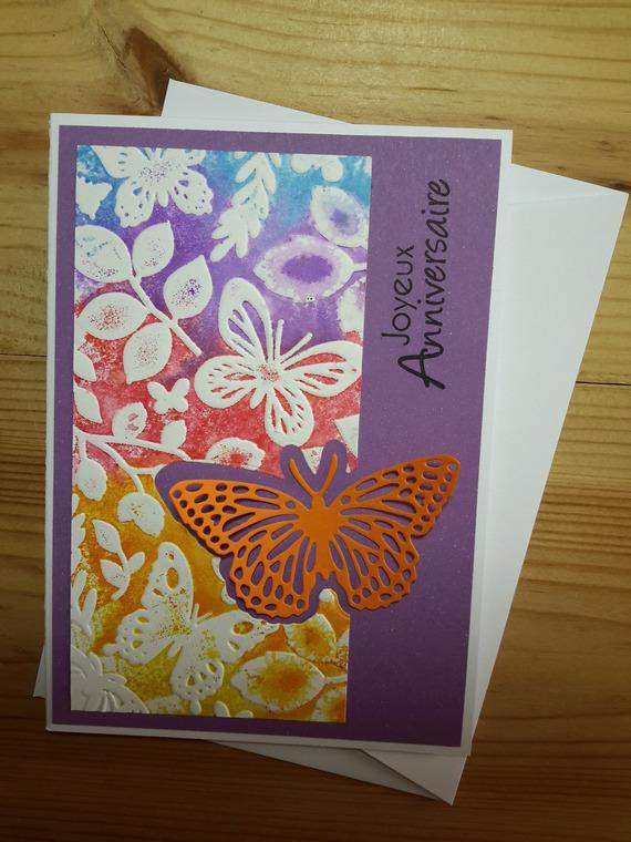 Carte d'anniversaire colorée aux papillons