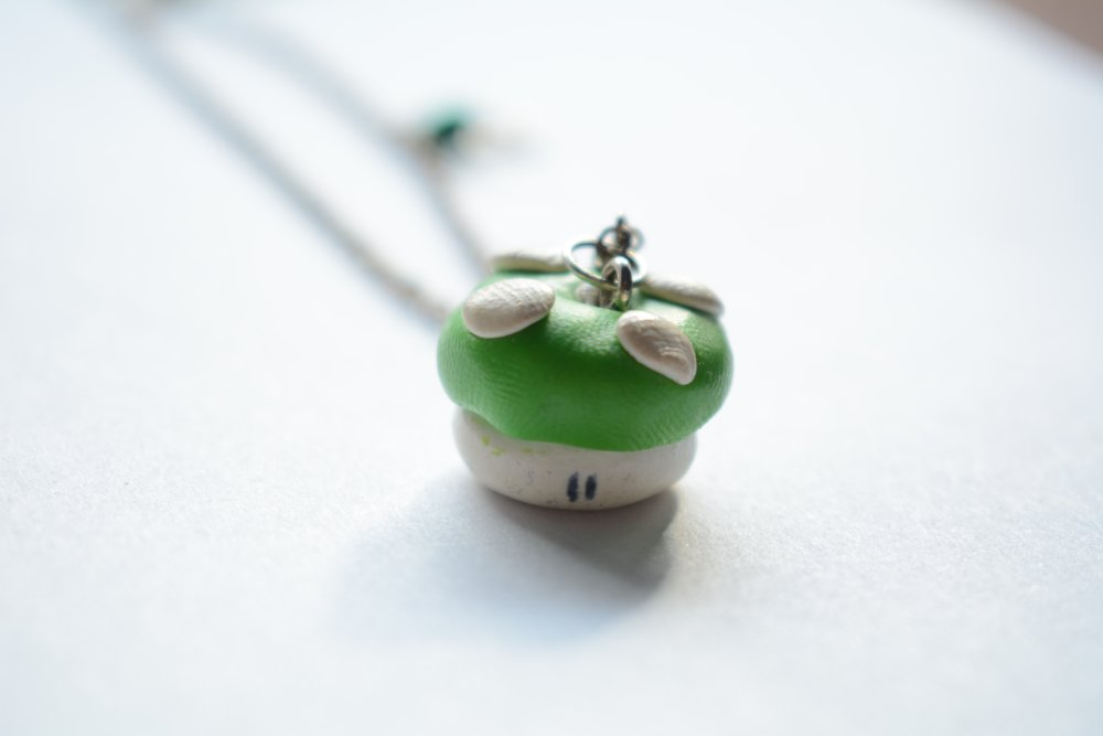 Collier champignon vert