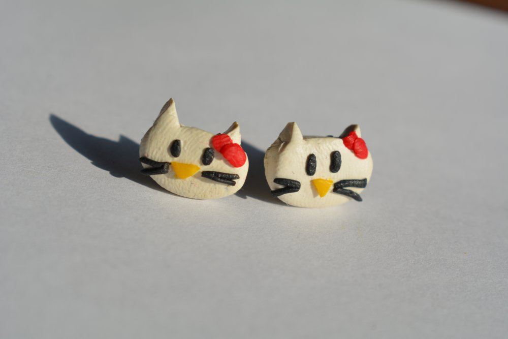 Puces Hello Kitty rouge