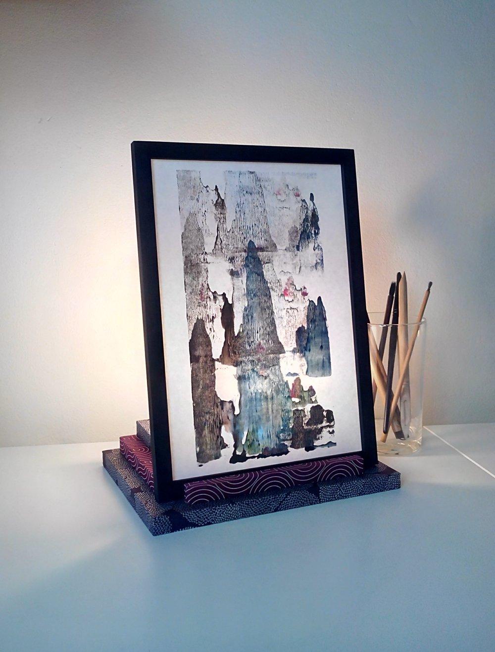 Lampe papier et bois. Paysage et Chrysanthèmes.