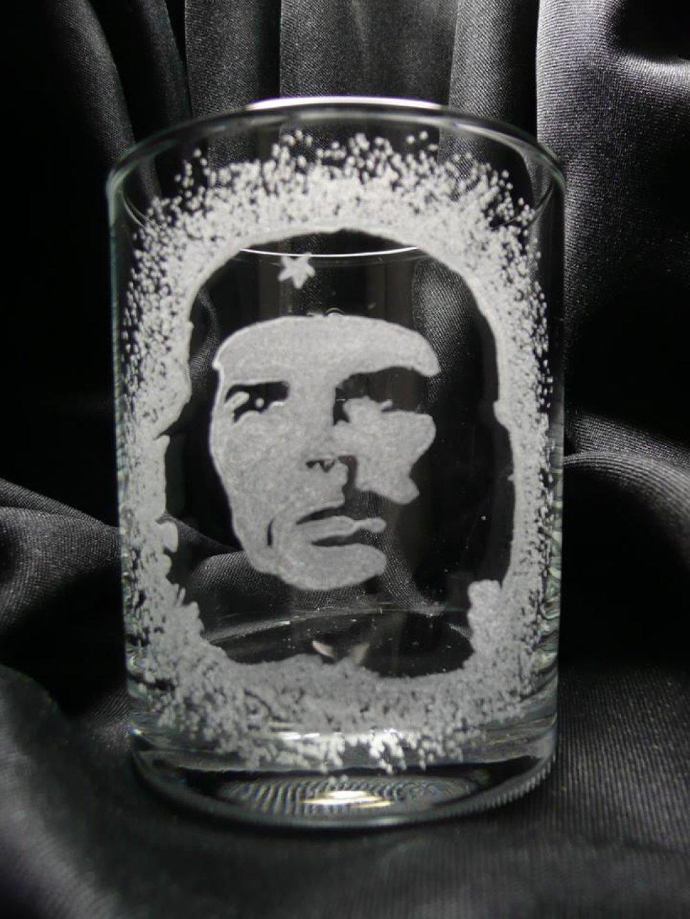 Gravure sur verre Verre à whisky. Chee
