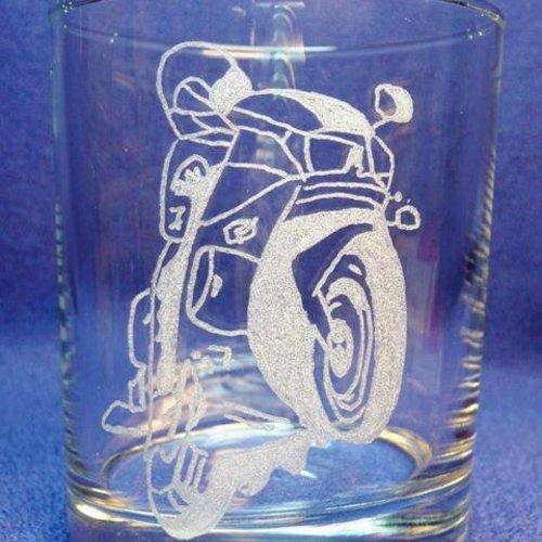 Gravure sur verre verre à whisky. moto c