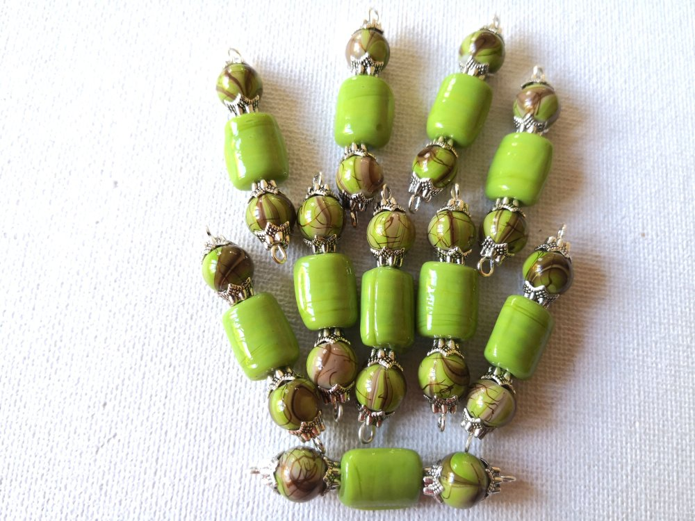 2 Connecteurs perles rectangles vert olive, perles rondes marron et vert, coupelles métal argenté