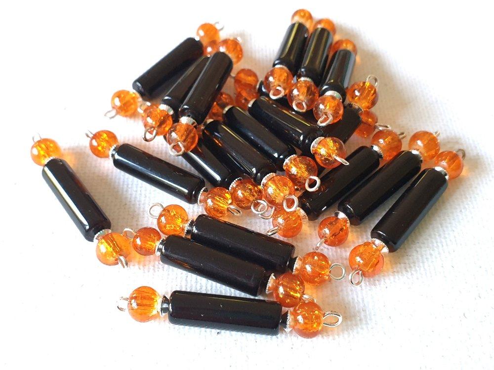 2 Connecteurs tubes noirs, perles rondes orange transparent verre craquelé, perles toupies métal argenté