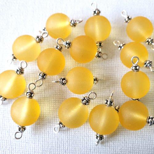 2 connecteurs perles rondes verre givré dépoli jaune vanille, perles métal argenté clouté