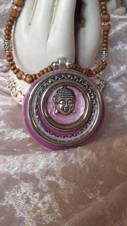bijoux création collier bouddha rose givré mauve argenté en métal et bois fait main