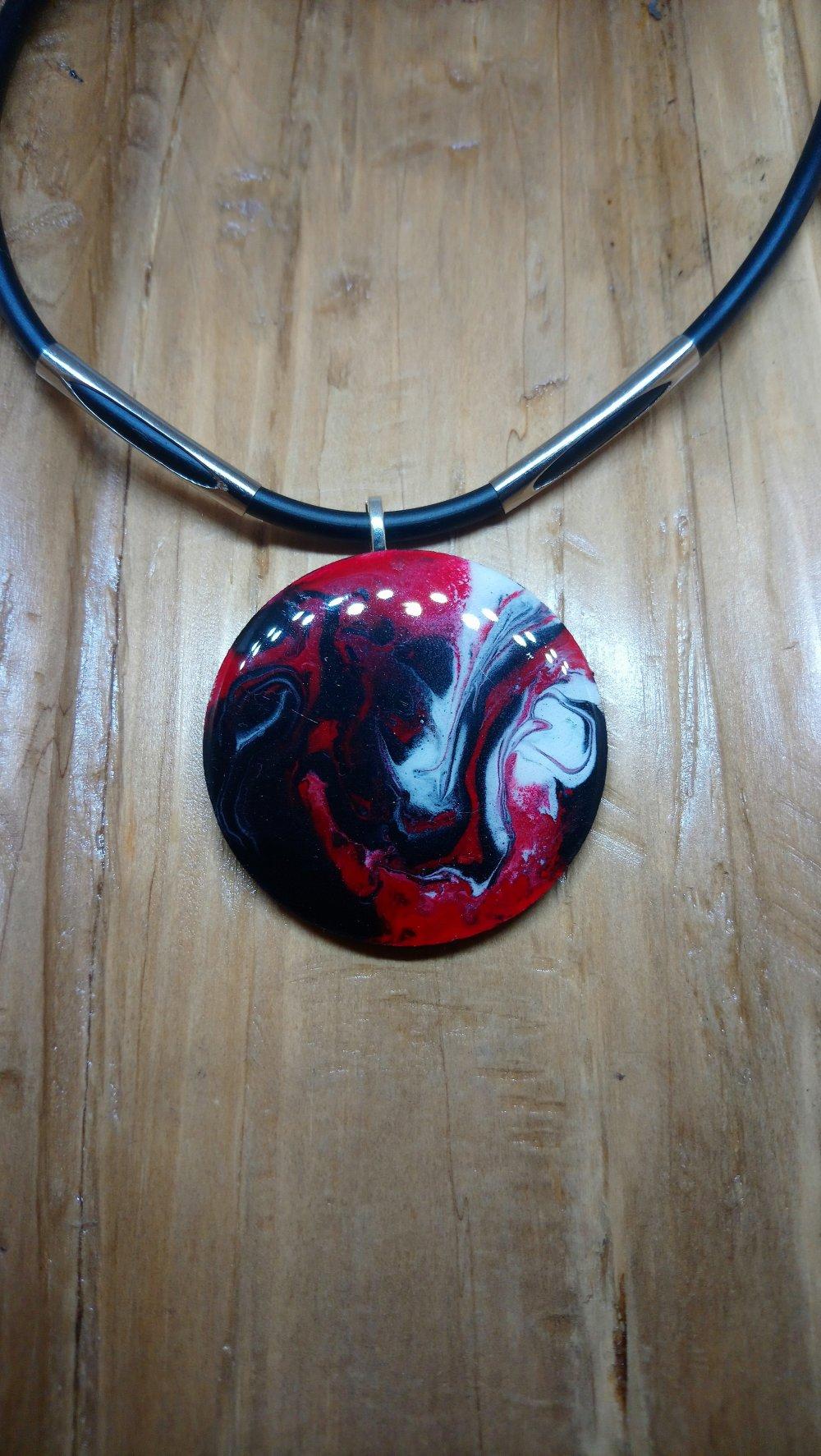 collier ras du cou pendentif coeur rouge et noir fait main