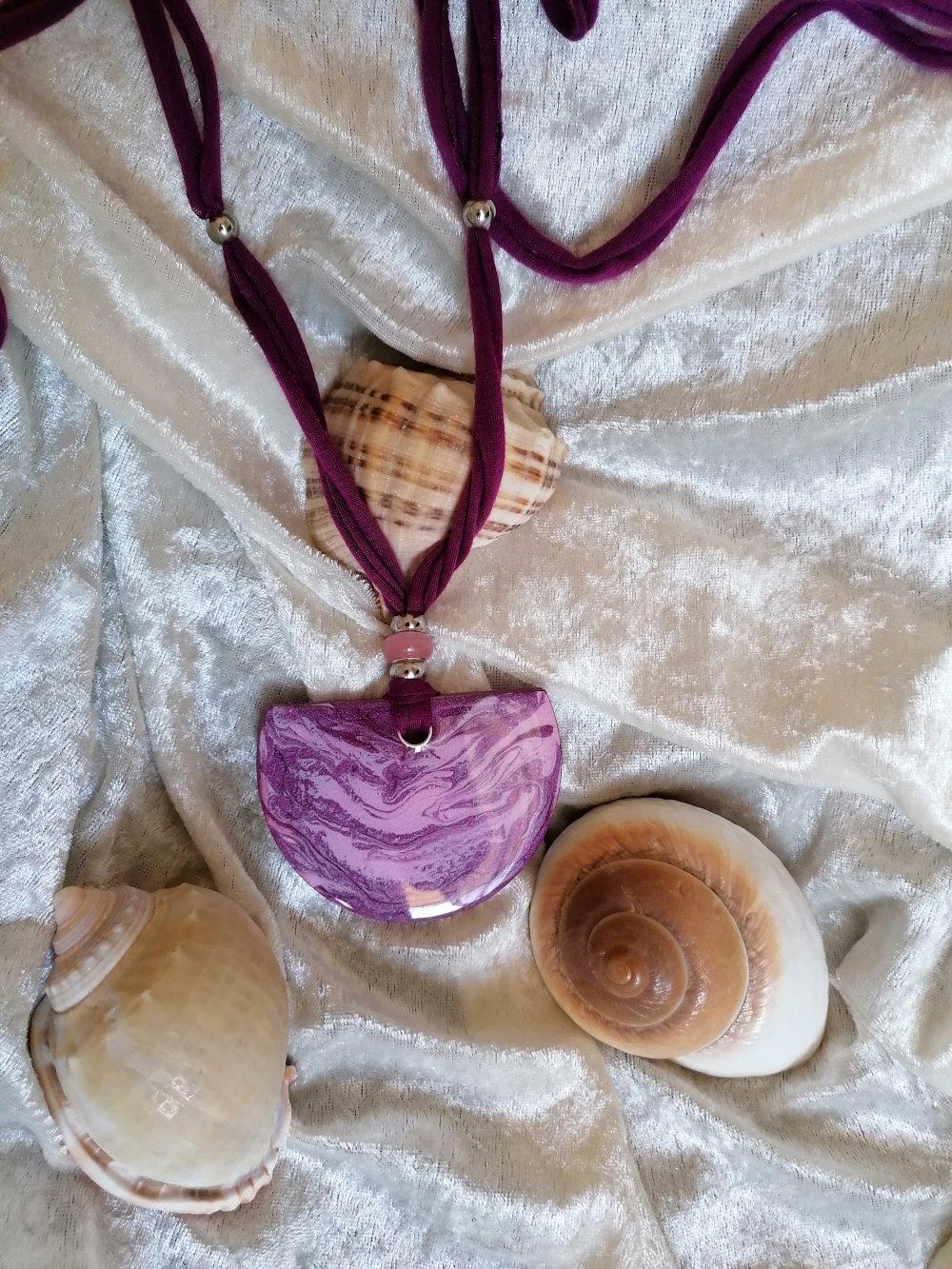 collier réglable camaîeu prune et rose grand pendentif