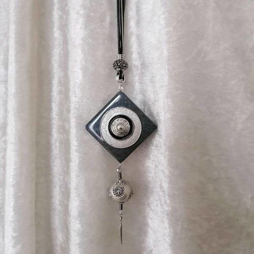 Collier long harmonie anthracite argenté, pendentif carré en métal et bois, perles indonésienne