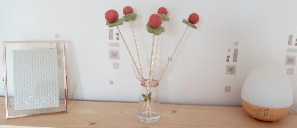 Bouquet de fleurs boules vase compris. Cadeau de fêtes. Décorations toutes saisons.
