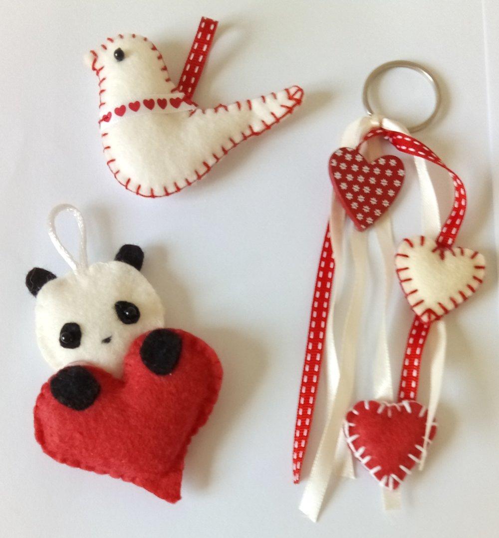 3 grigri à accrocher, porte-clés en feutrine rouge et blanc panda, colombe, cœurs