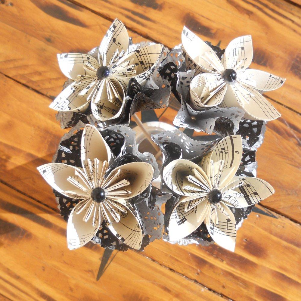 Composition florale en fleurs origami