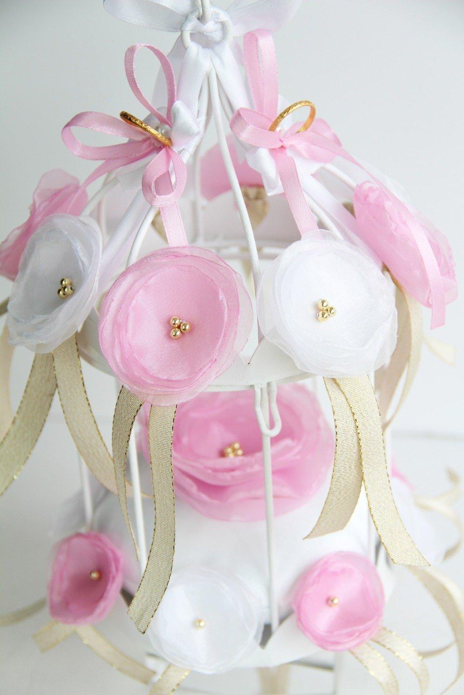 Porte-alliances mariage cage à oiseau avec fleurs roses et blanches