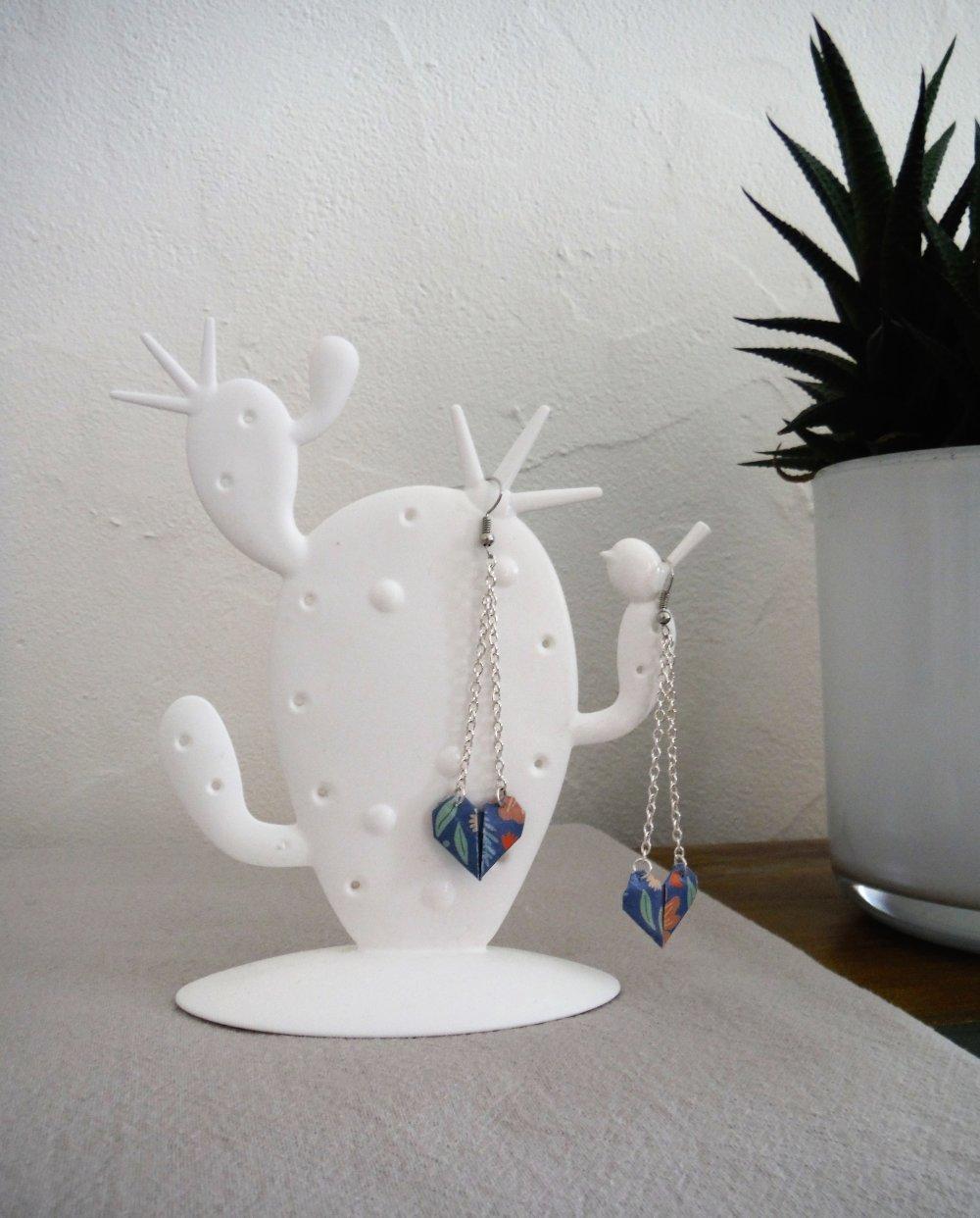 Boucles d'oreille longues origami coeurs bleus