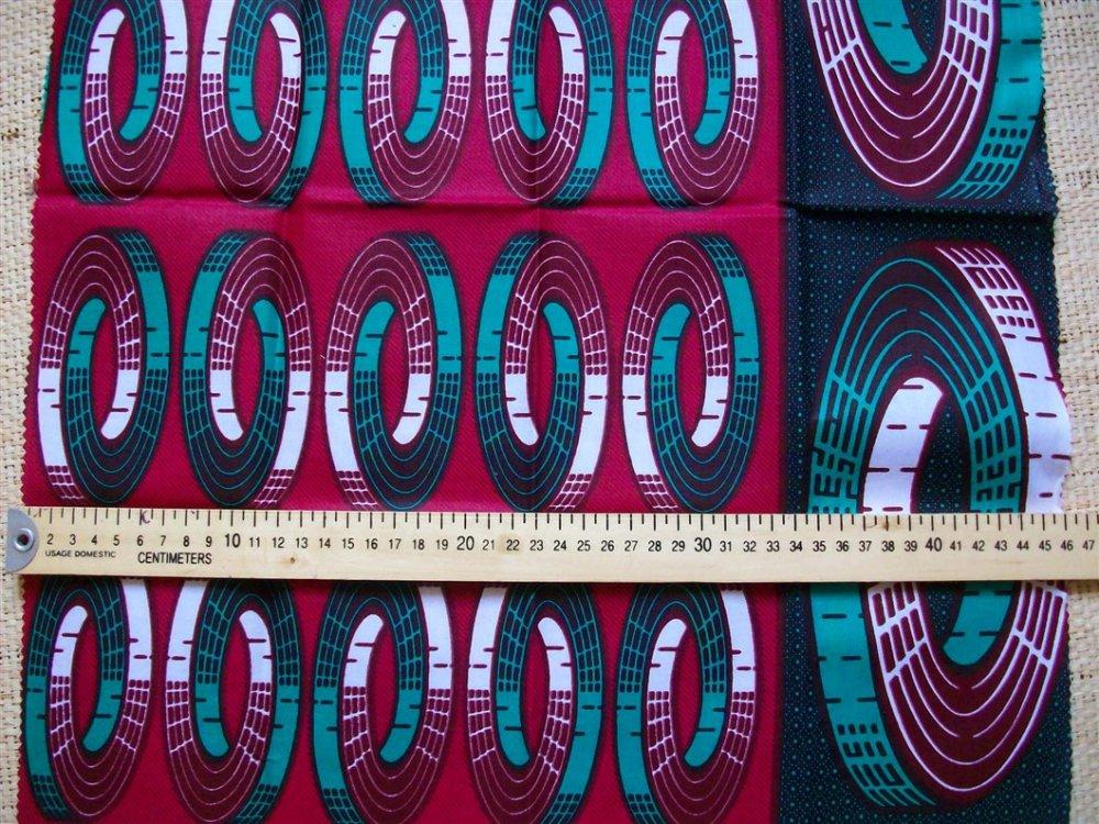Tissu africain Wax aux couleurs vert, rouge-bordeaux et noir
