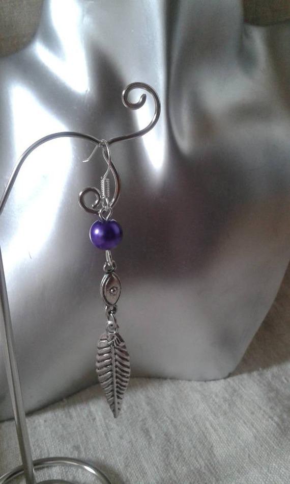 boucles d'oreilles feuille argentée et perle violette