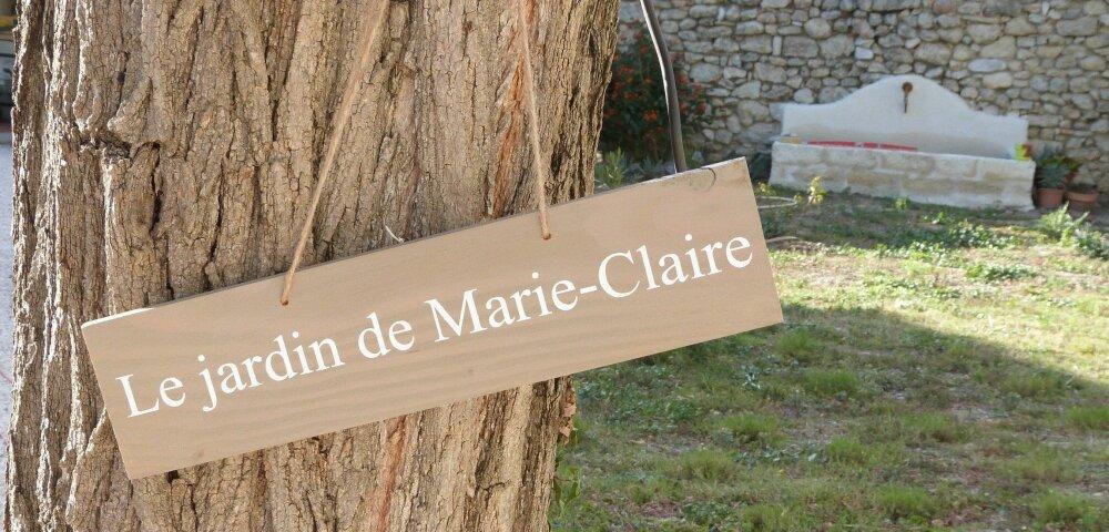 Panneau directionnel  pour jardin en bois personnalisable.