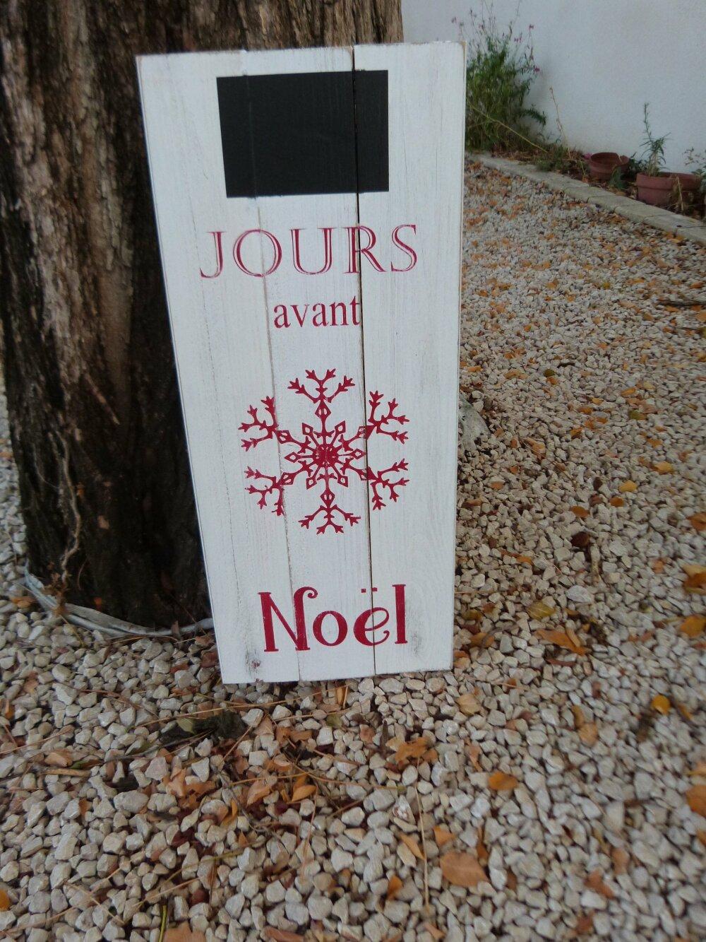 Calendrier de l'avent Noêl en bois .Décoration Noel personnalisée.