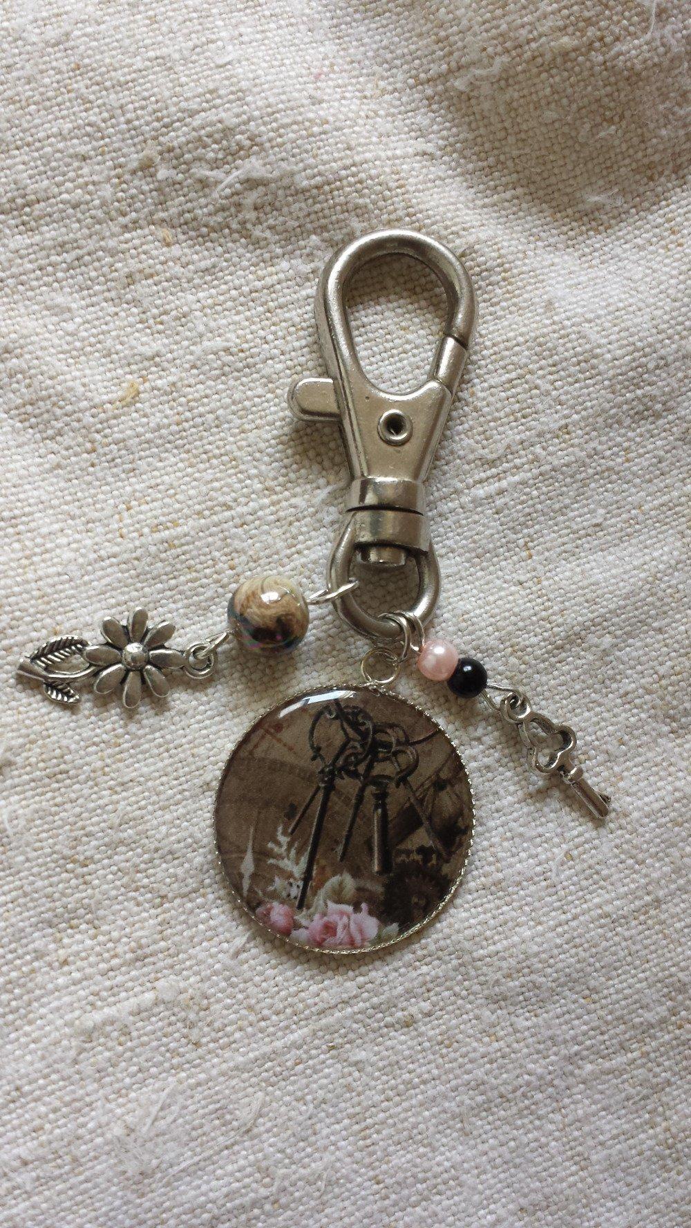 """porte clés """"steampunk clés et fleurs"""""""