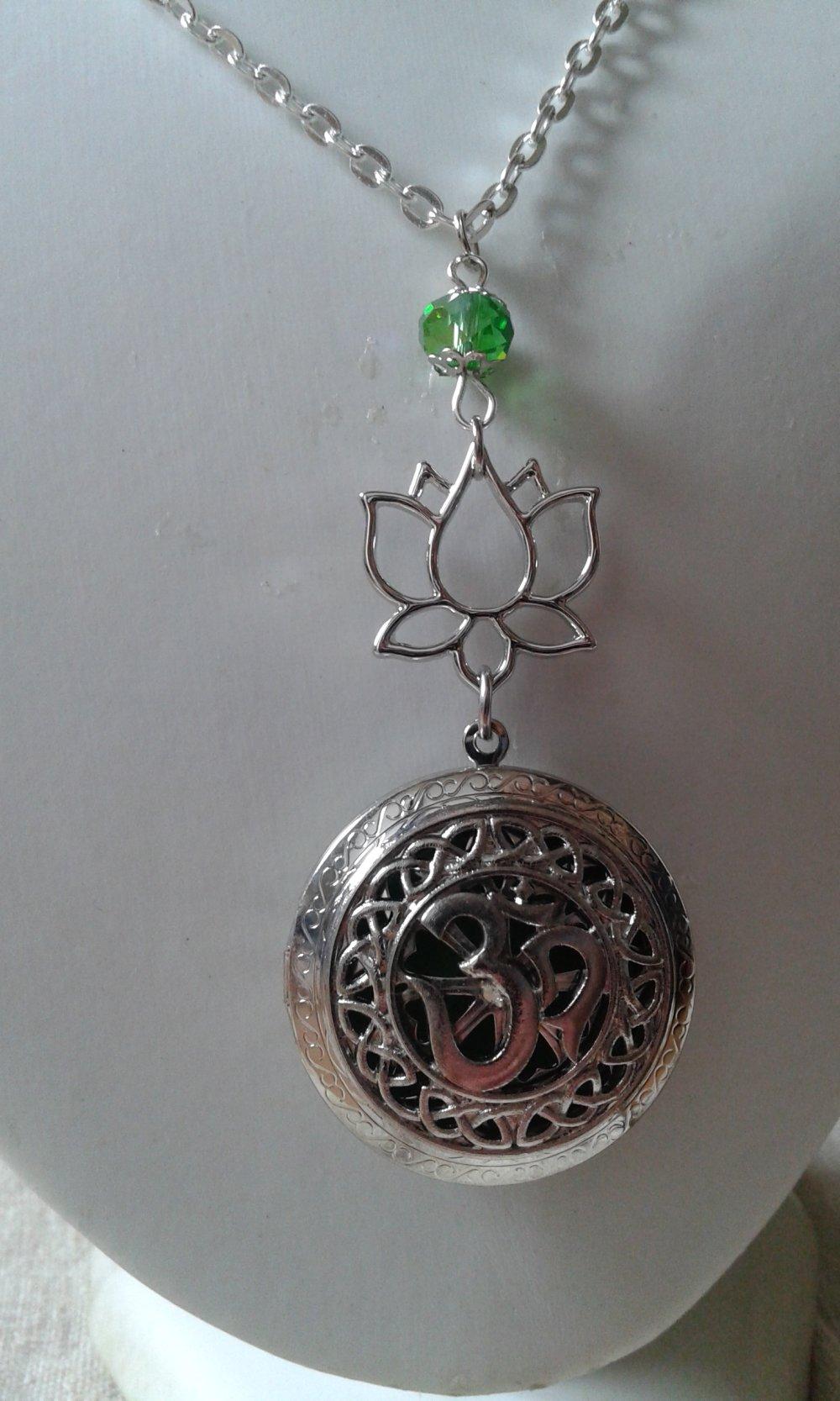 """collier aromathérapie """"ohm et fleur de lotus"""""""