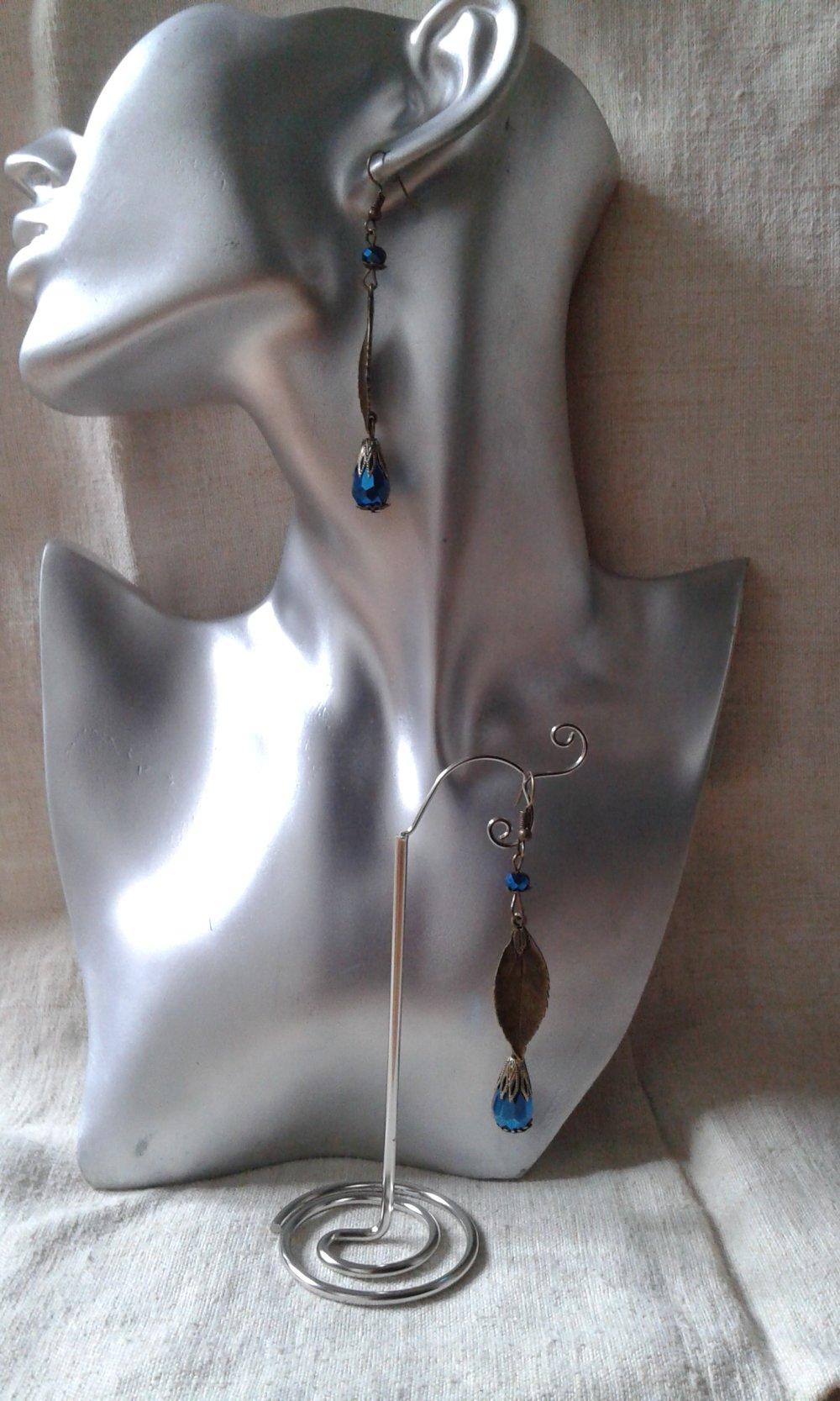 """boucles d'oreilles """"feuille et perles bleues"""""""