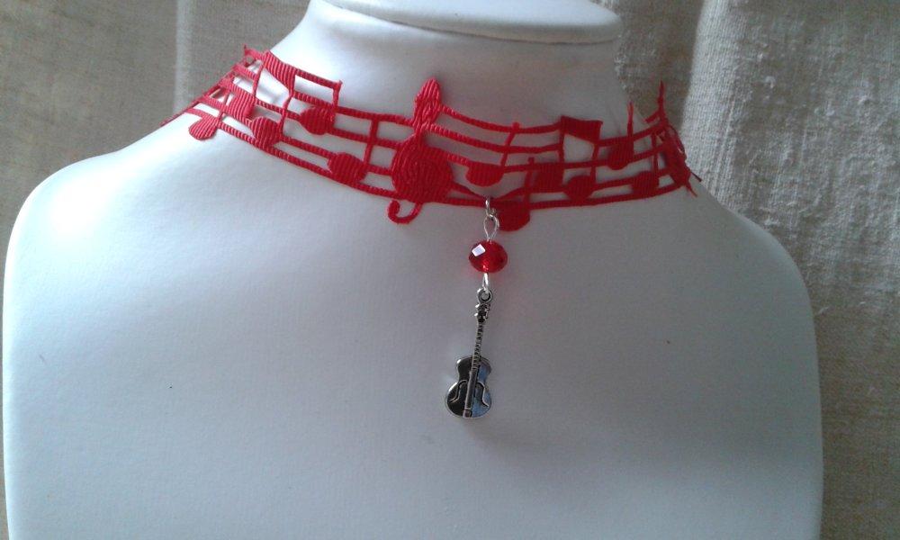 """collier """"portée musical rouge et violon"""""""