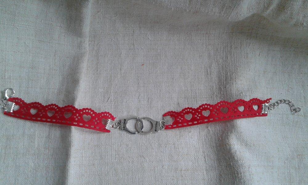 """chaine de cheville """"ruban coeurs rouge et menottes"""""""